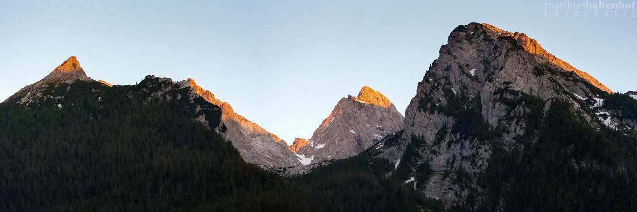 Das letzte Licht des Sonnenuntergangs auf Rotpalfen und Hochkalter