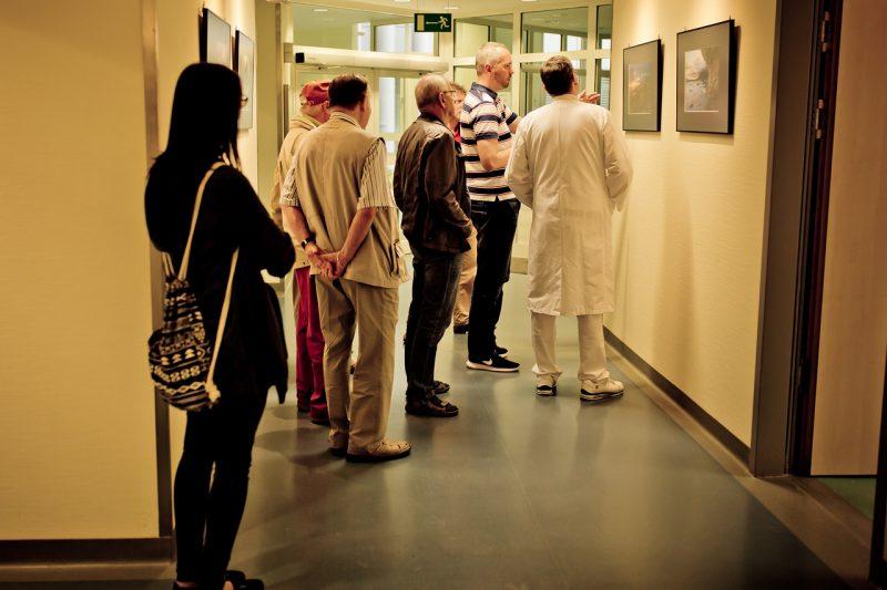 Gespräch während der Austellungseröffnung - Bild von Anne Hornemann