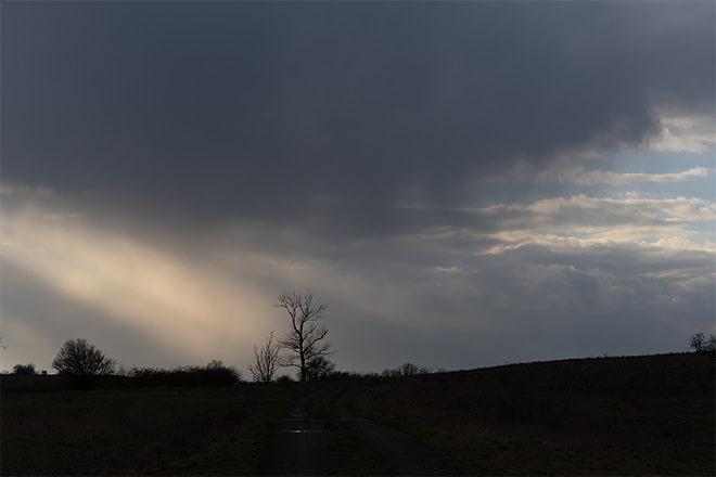Belichtung auf den Himmel, Landschaft ist unterbelichtet