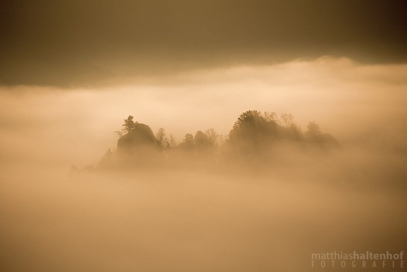 Sonnenaufgang über dem Nebel an der Bastei