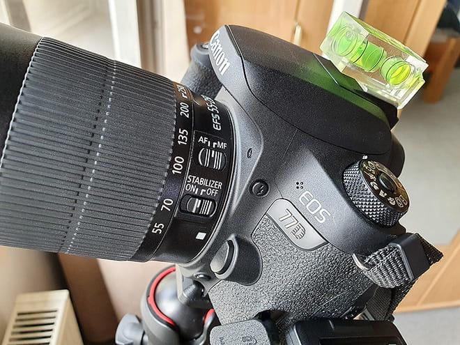Canon EOS 77D mit Canon EF-S 55-250 IS STM und Wasserwaage