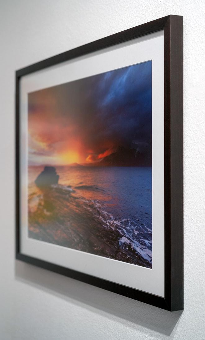 """Druck von """"Elgol 1"""" auf Kodak Pro Endura matt mit Passepartout hinter Floatglas matt mit Holzrahmen"""