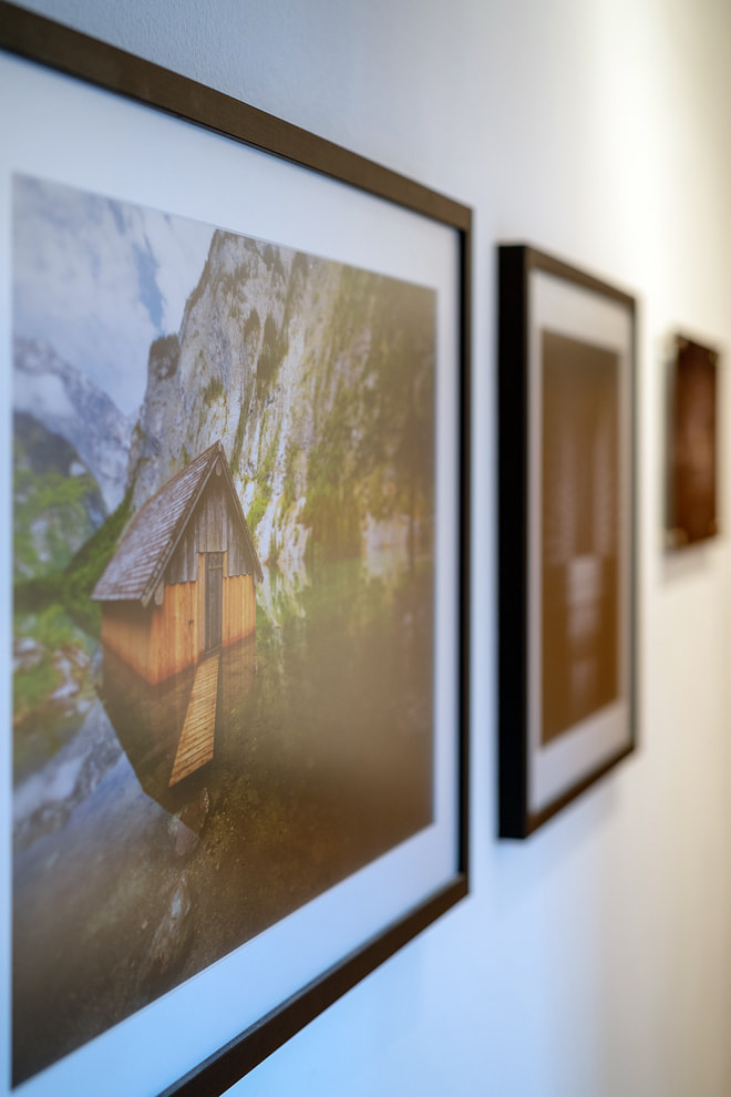 "Druck von ""Berchtesgaden 07"" auf Kodak Pro Endura matt mit Passepartout hinter Floatglas matt mit Holzrahmen"