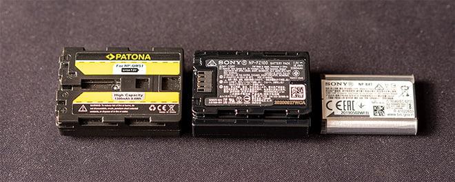 Unterseite von Sony und Patona Akkus