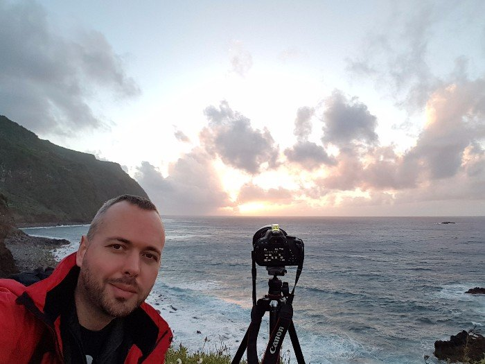 Selfie beim Sonnenuntergang in Porto Moniz