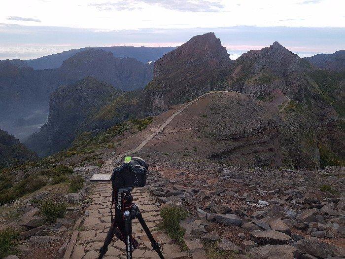 Die Felslandschaft von Pico Do Arieiro und Pico Ruivo