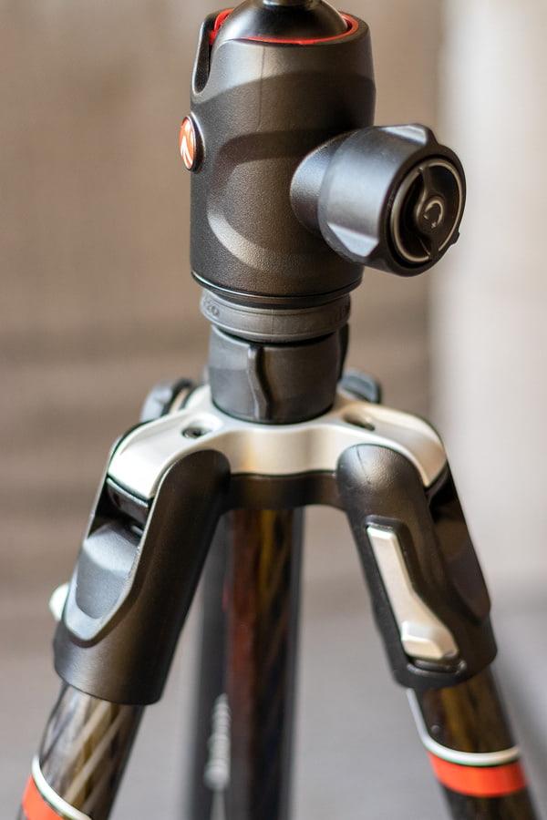Ansätze der Beine und Kugelkopf Manfrotto 496