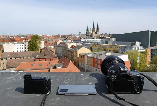 Mit den Kameras auf dem Dach des mitteldeutschen Multimediazentrums