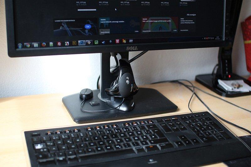 Kalibrierungsgerät mißt die Helligkeit am Monitor alle 30 Sekunden