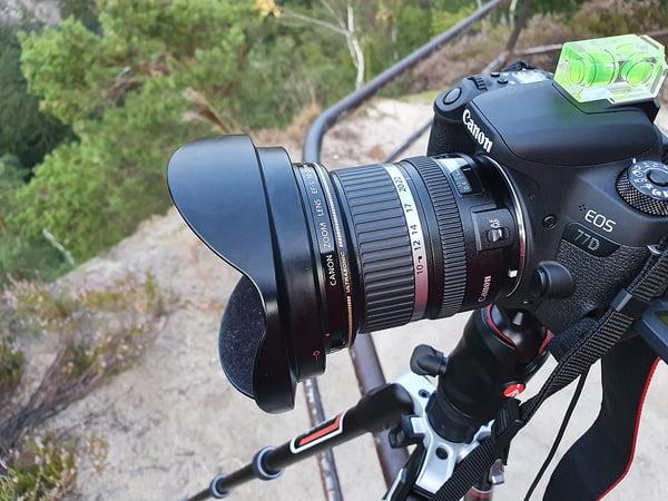 Canon EOS 77D mit Canon EF-S 10-22mm, Stativ und Wasserwaage