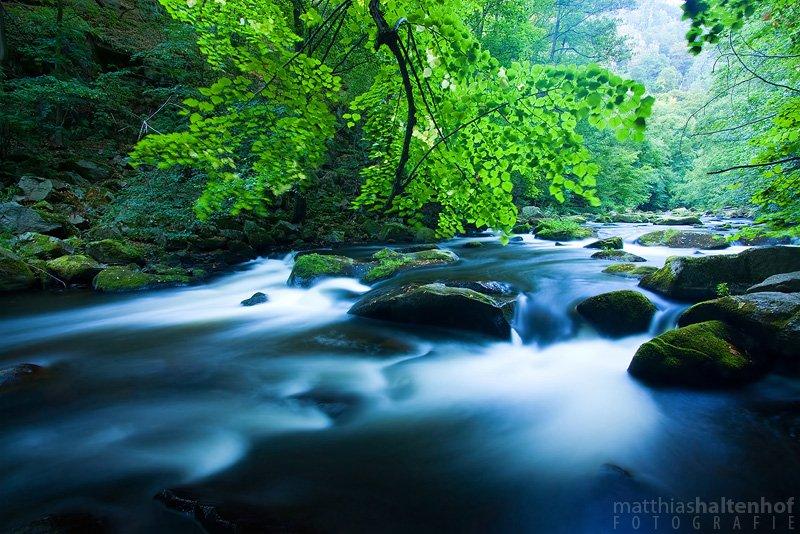 Langzeitbelichtung eines Flusses